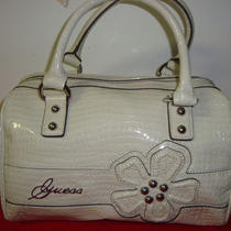 100% Guess Kersi  Handbag   (Cream )    Photo
