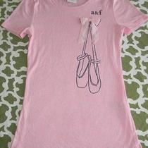 Abercrombie Kids S Girls Ballet Bow Applique Pointe Shoes Slipper Graphic Shirt Photo