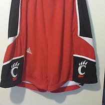Adidas Cincinnati Bearcats Game Worn Used Basketball Shorts Size Medium Photo