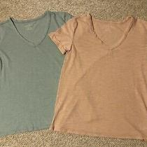 American Eagle v-Neck Tees Set of 2 Sage/blush Size Xs Preowned Photo