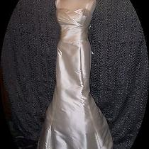Amsale Wedding Dress Bailey Style. Size 8 Purchased at Neiman Marcus. Photo