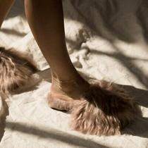 Ariana Bohling 198 Sz S (6-7) Suri Alpaca Fluffy Furry Slippers in Blush Photo