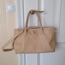 Authentic Executive Chanel Shoulder/hand/over the Wrist Bag. Photo