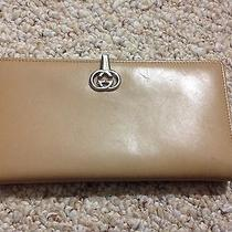 Authentic Gucci Tan Wallet Photo