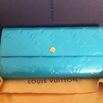 Authentic Louis Vuitton Vernis Sarah Wallet Bleu Lagon / Aqua / Blue Lagoon Photo