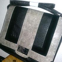Avon-Mark. Modern Square Bag. Photo