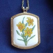 Avon Signed Vintage 1970's Daffodil Flower Pendant Necklace Floral Fun 70s 80s Photo