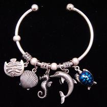 B318 Avon Vintage Style Seaworld Charm Cuff Bracelet New With Originl Box Photo
