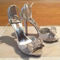 Badgley Mischka Bridal Wedding High Heel Shoes Size 7.5 White Satin Silver Photo