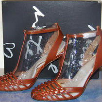 Banana Republic 100% Rum Leather Vienna 4 Inch Heeled T-Strap Sandals Size 9 Photo
