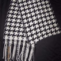 Banana Republic Black and White Hounds Tooth Lamb's Wool Blend Scarf 70