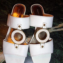 Bandolino White Leather Sandals With White/gold Ring 6m in Excellent Condition Photo