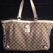 Beautiful Authentic Gucci Handbag Photo