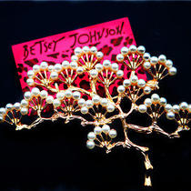 Betsey Johnson Fashion Beautiful Female Jewelry Pearl Crystal Pine Charm Brooch Photo