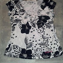 Black and White Floral Billabong v-Neck (M) Photo