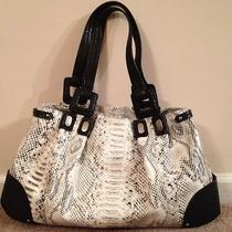 Black and White Jessica Simpson Handbag Photo