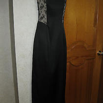 Black & Lace Sleeveless Evening Gown Photo