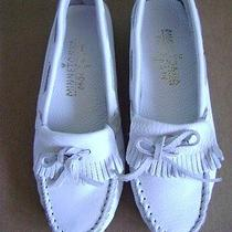 Brand New Minnetonka Women's White Leather Driving Moccasins  Size 6 1/2  Photo