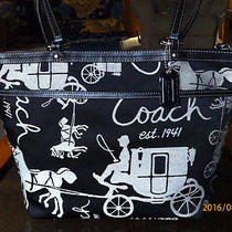 Clean Coach 14482 Signatur Black Horse and Carriage Tote Holiday Winter Summer  Photo