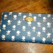 Coach Badlands Floral Accordion Zip Around Wallet Blue & White 275 Euc Photo