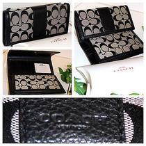 %  Coach Check Book Wallet (Black/white/black)  Photo