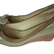 Coach Hillaree Beige Patent Leather Wedges Gold Bow Accent Women's Sz 8 Photo