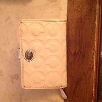 Coach Patent Leather Mini Wallet W/card Slots & Id Compartment Photo