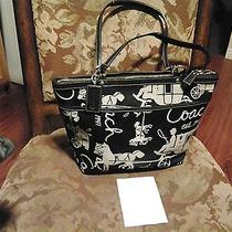 Coach  Satchel Black and Withe Signature Colection  Photo