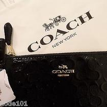 Coach Signature Black Patent Leather Wristlet Zip Wallet F55206 Photo