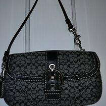Coach Small Wristlet Black / Use in Good Condition Photo