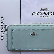 Coach Walletleatherf52648accordionzip Aroundmintwith Gift box&bag250.00 Photo