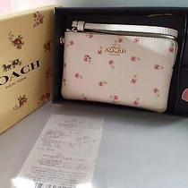 Coach White Corner Zip Boxed Wristlet With Daisy Charms F27472 Wallet Photo
