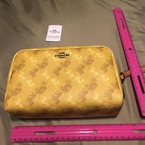Coach Yellow Handbag Clutch.  Cosmetic/change/money.  Nwt  Free Shipping.  Photo
