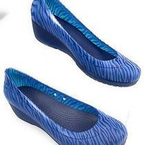 Crocs Carlisa Mini Wedge Animal Print Blue Stripe Shoes Women's 7 Photo