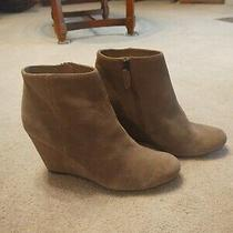 Dolce Vita Women's Size 8 1/2 Suede Ankle Boot Wedges Zip Beige Booties Photo