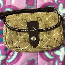 Dooney and Bourke Wristlet Classic Design Photo