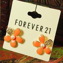 E195 Forever 21 Cute Orange Flower Stud Earrings Set Brand New on Card Photo
