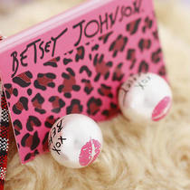 E29 Betsey Johnson Cute White Bead With Pink Lip Stud Earrings Brand New on Card Photo