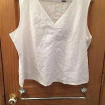 Eddie Bauer Women's v-Neck Sleeveless Top. White eyelet.xxl Photo