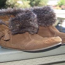 Euc Minnetonka Moccasin Faux Fur Fold Over Womens Us 9 Ankle Chukka Boots Shoes Photo