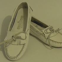 Euc Minnetonka Moccasins Womens Size 6 White Shoes Leather Fringe Slip-on Flats Photo