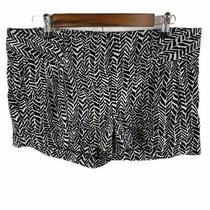 Express Women's Size 8 Black & White Chevron Pattern Cuffed Hem Zippered Shorts Photo
