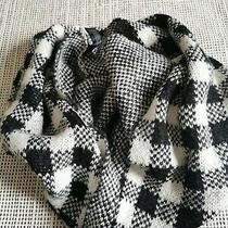 Express Wool Belended Infinity Scarf Grid Black White Photo