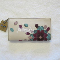 Fossil Hunter Applique Clutch Flower New 2013 Photo