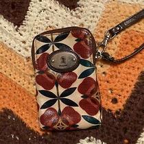 Fossil Key-Per Floral Wristlet Photo