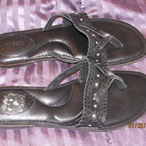 Fossil Leather Black Sandals Flats Silver Studs Toe Thong Shoes 8 Photo