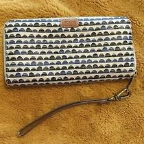 Fossil Wallet Wristlet Scallop Design Photo