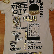 Free City Sample Store Display Customized Shirt  Photo