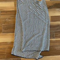 Gap Womens Scarf - Black and White Chevron - Great Condition Barely Worn Photo