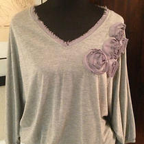 Gibson Women's Size Medium Heather Grey v Neck Floral Applique Knit Top Photo